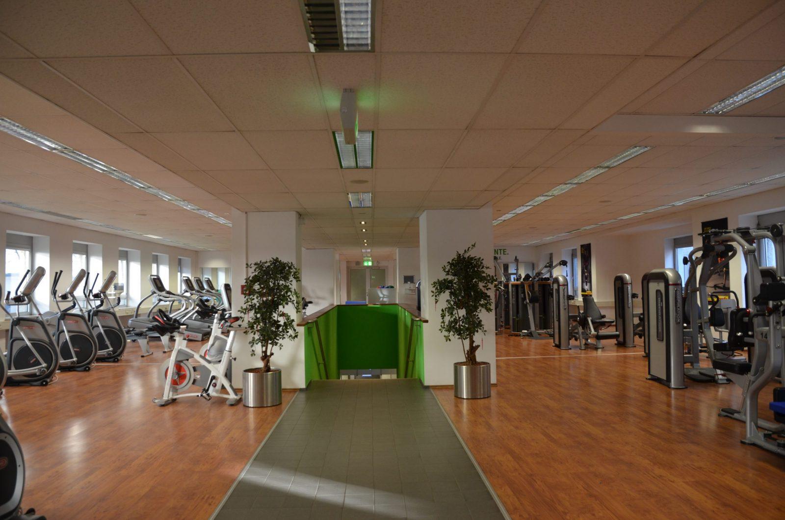 Eingangsbereich des Fitnesscenters BMW ProAktiv 2 betrieben durch FITCOMPANY